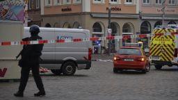 Убити и 15 ранени, след като мъж се вряза с кола в пешеходна зона в Германия (снимки, видео)