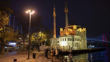 Турция започва да поставя китайската ваксина срещу Covid-19 (снимки)