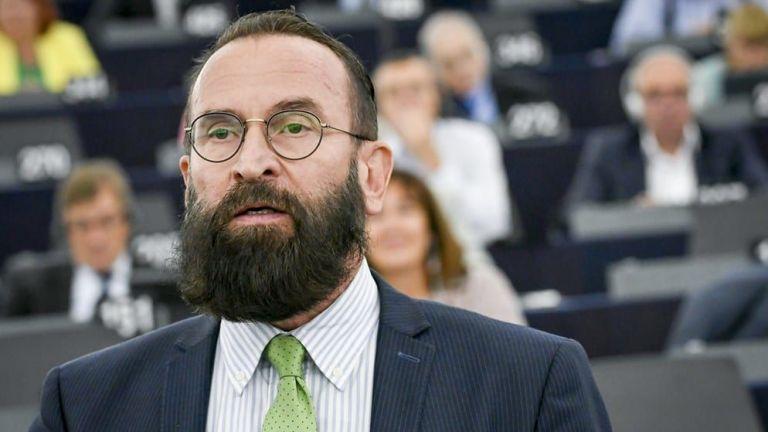 Унгарският евродепутат, който подаде остава заради гейоргия с наркотици, прекъсната