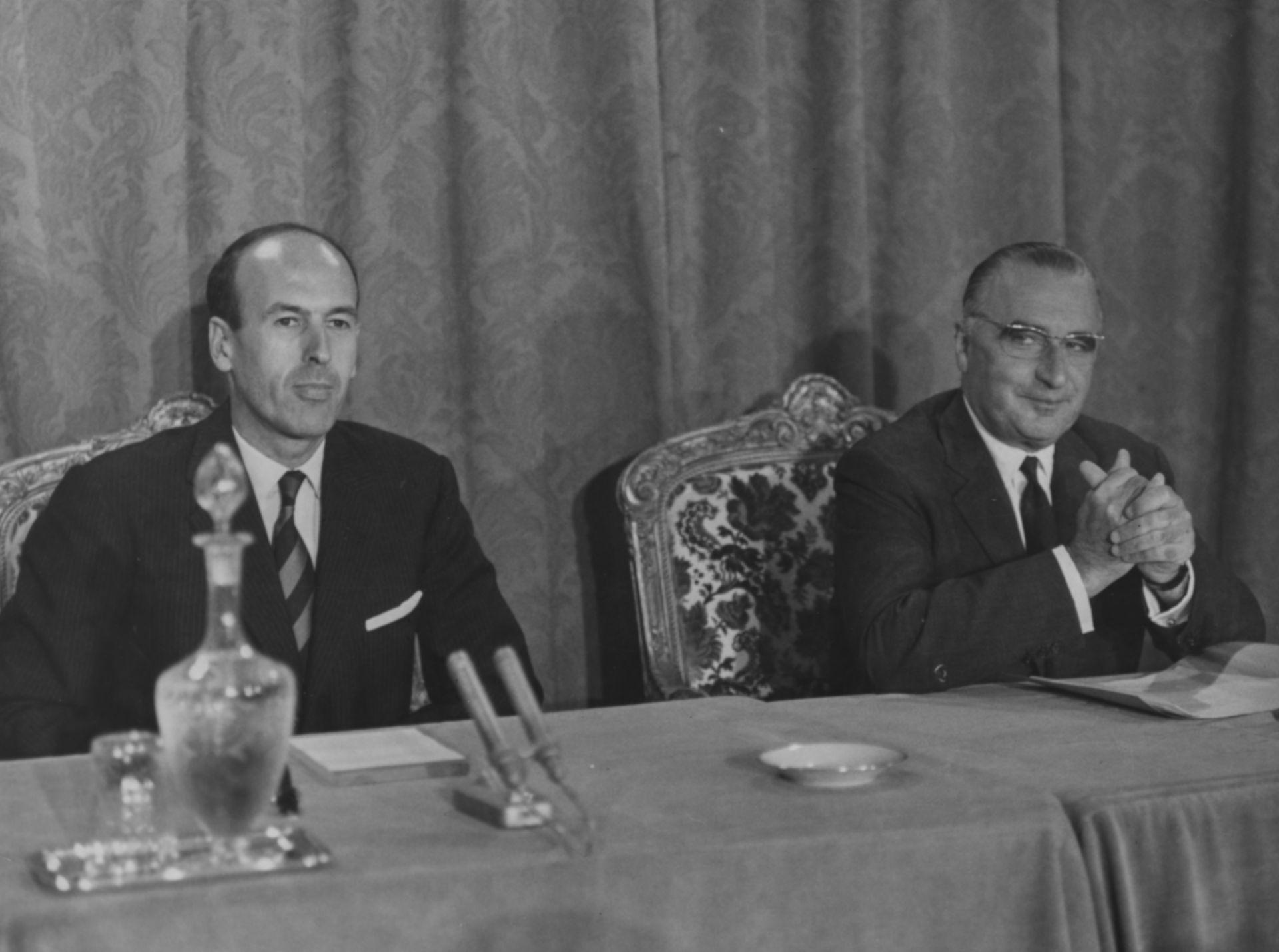 С министър-председателя Жорж Помпиду (вдясно)