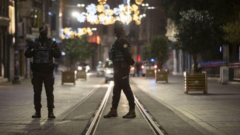 Турските власти забраниха гостуванията по домовете за семейни празници, помени,