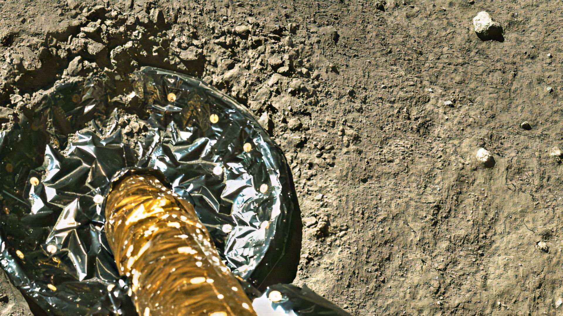 Китайската капсула с проби от Луната започна завръщането си към Земята