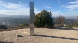 Нов метален монолит се появи в Калифорния