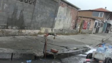 Теч на питейна вода в Бургас заради умишлено пробити тръби