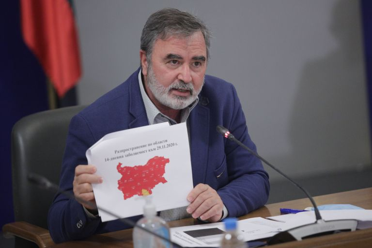 Само област Кърджали не е в червено, показва доц. Ангел Кунчев