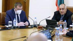 Борисов пред министрите: Българите трябва да знаят всичко за ваксините в мига, в който и ние