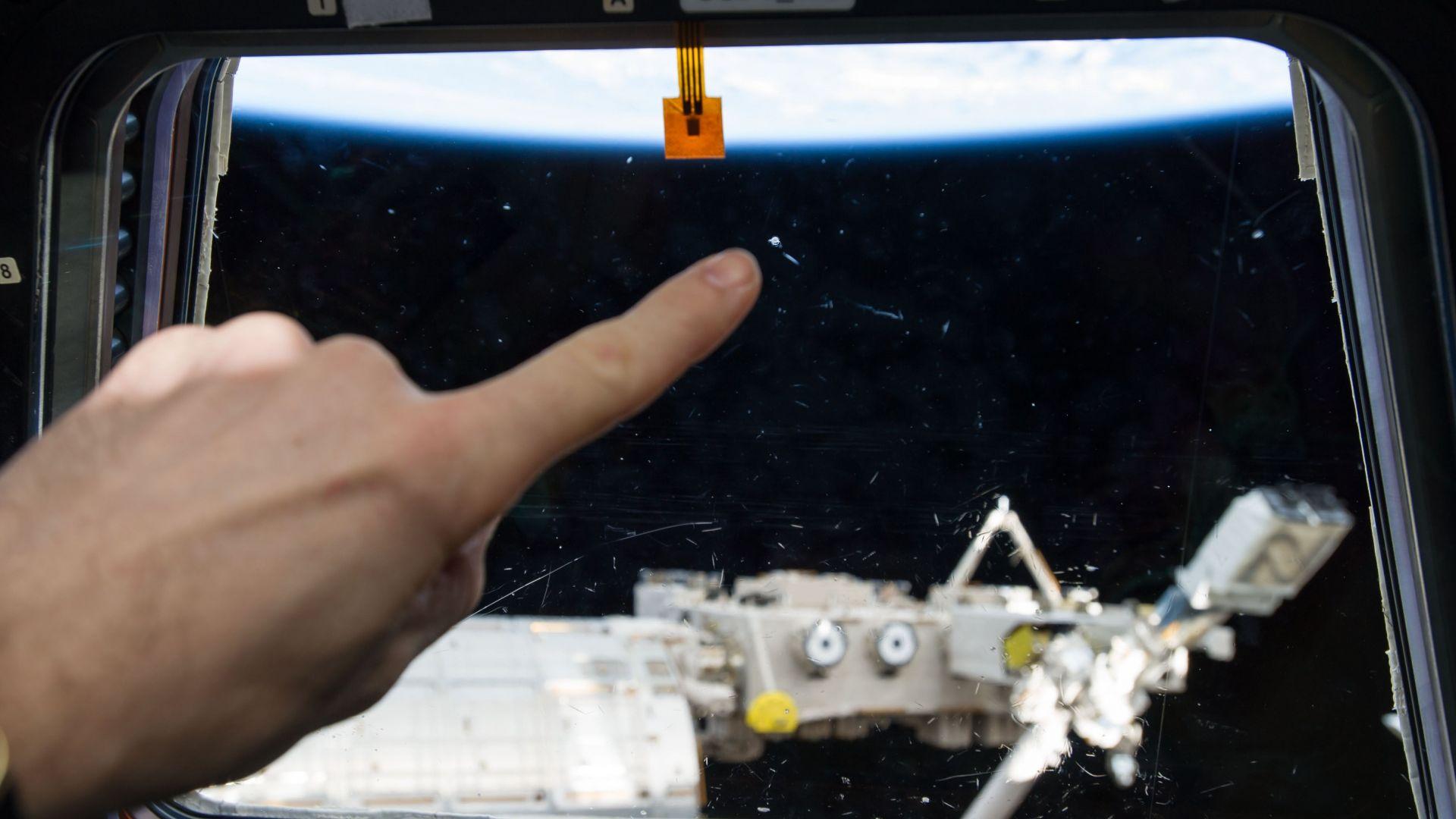 Снимка на НЛО в космоса се оказа урина от руската тоалетна