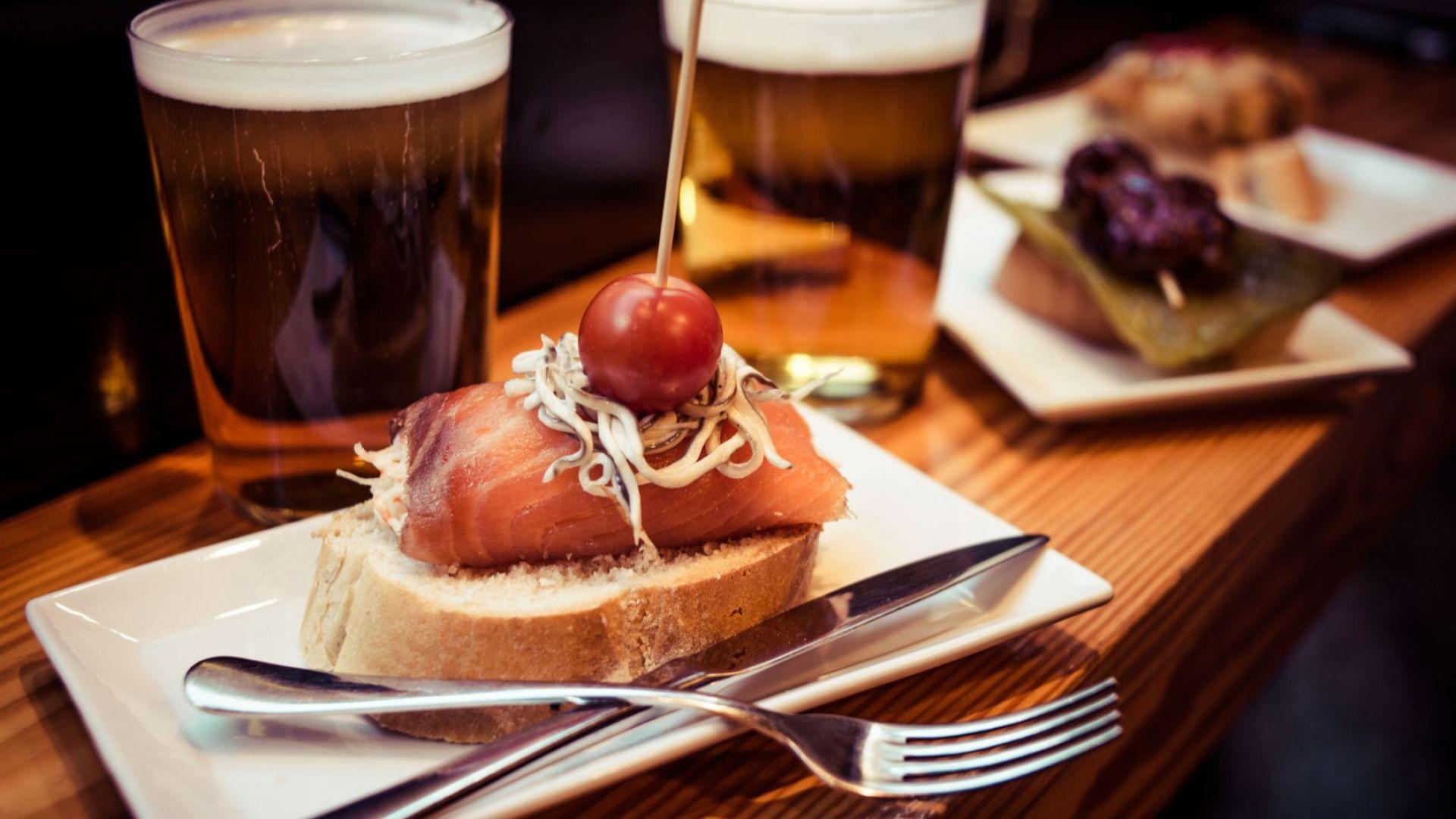 Клиенти спасяват бар в Мадрид с предплащане за консумация