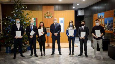 Кметът Портних награди най-добрите студенти във Варна