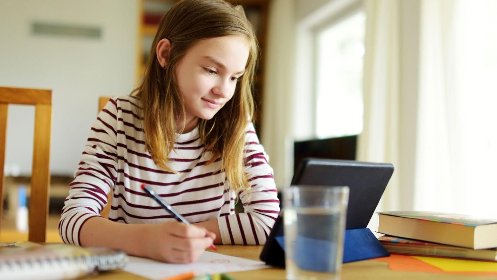 """Над 160 000 деца вече учат в електронното училище на България – """"е-просвета"""""""