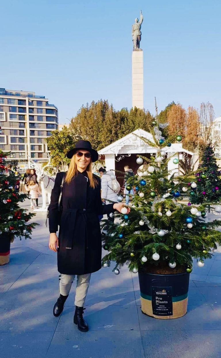 Петя Нановска с елхата на ProPlants в Бургас