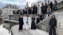 Кристен Стюарт бе единственият зрител, присъствал на приказното дефиле на Chanel