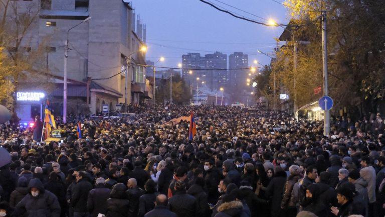 Десетки хиляди привърженици на опозицията излязоха днес на демонстрация в