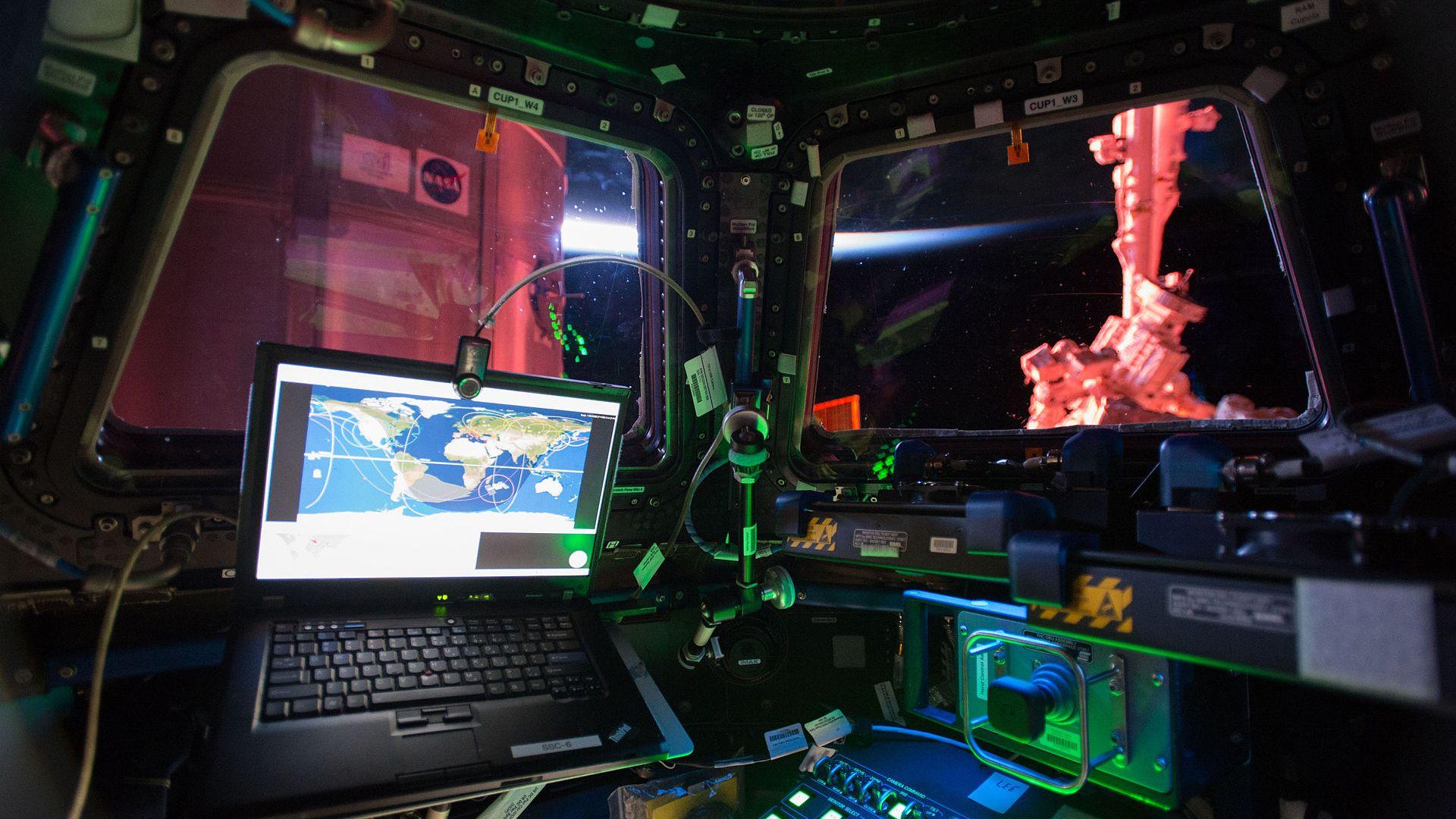 Сканират руския модул на МКС за пукнатини