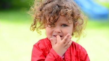 Гризането на ноктите е сравнимо с ваксина