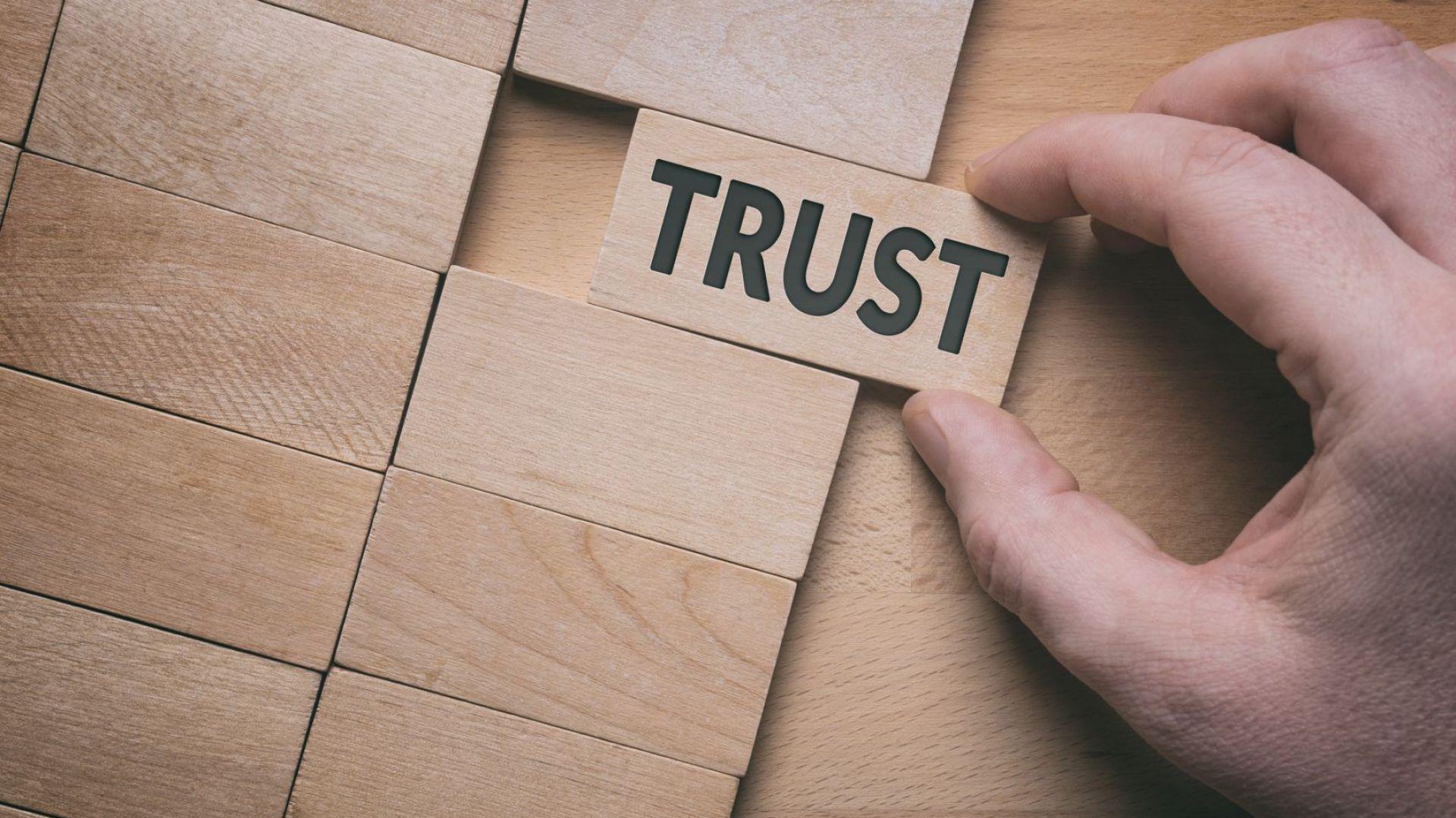 Проучване установи спад в доверието на хората в банките