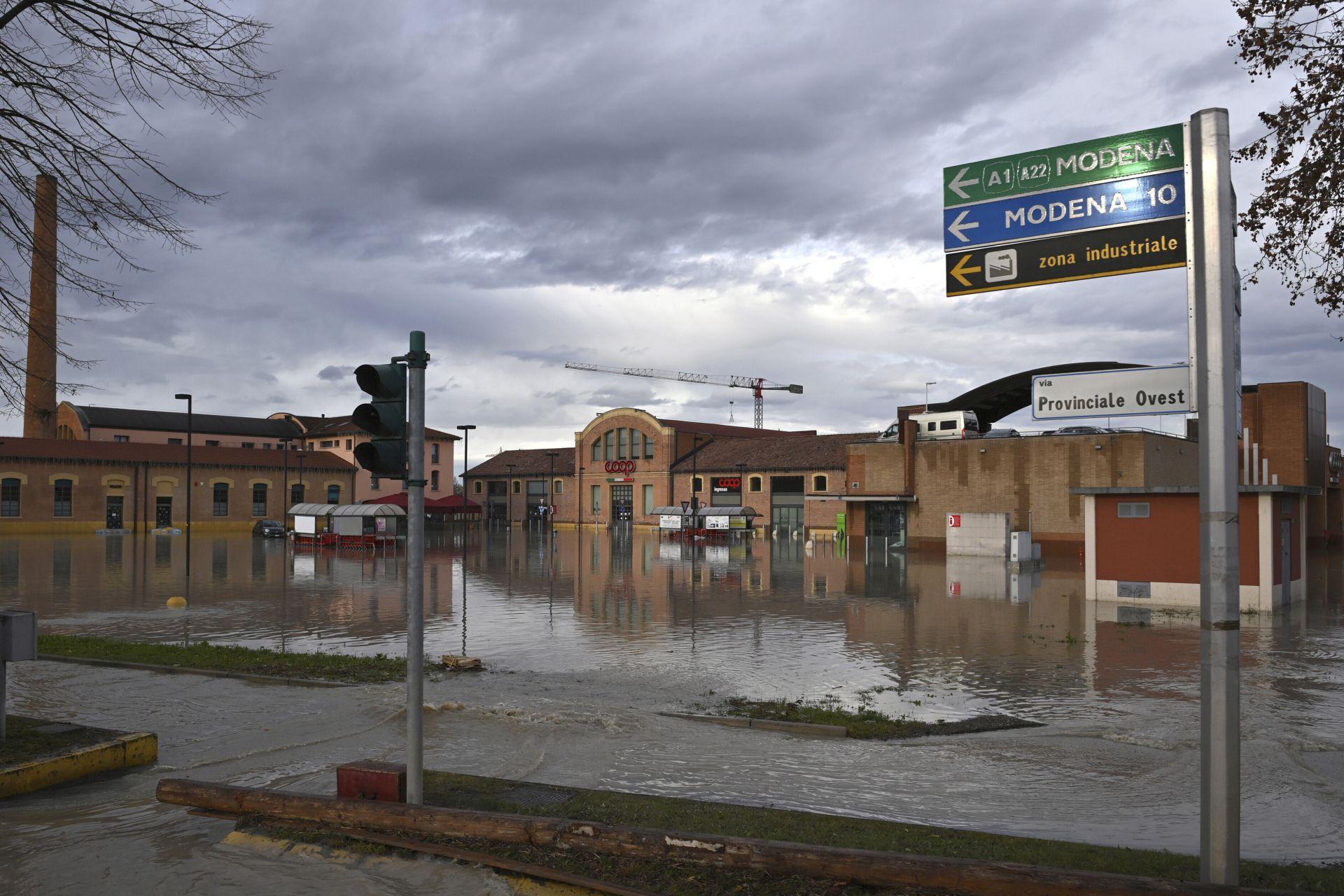 Проливен дъжд в Модена в Италия
