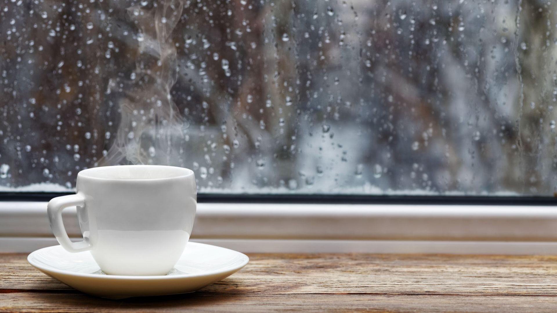 Времето се разваля, дъждът и хладното време продължават и другата седмица