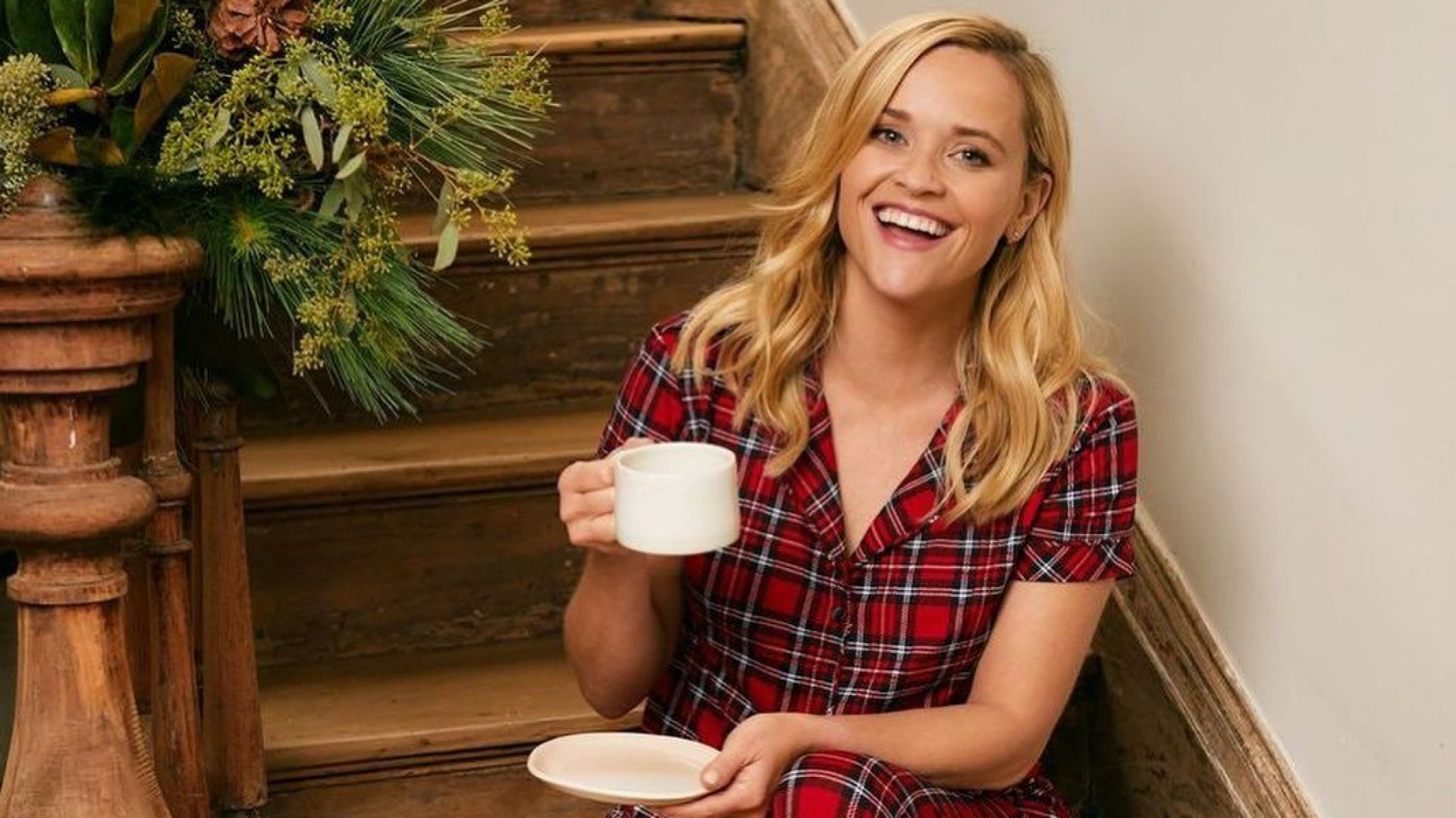 Рийз Уидърспуун успя да накара дъщеря си да се облекат в празнични пуловери