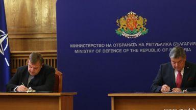 Каракачанов подписа договор с българска фирма за купуване на нови бойни машини