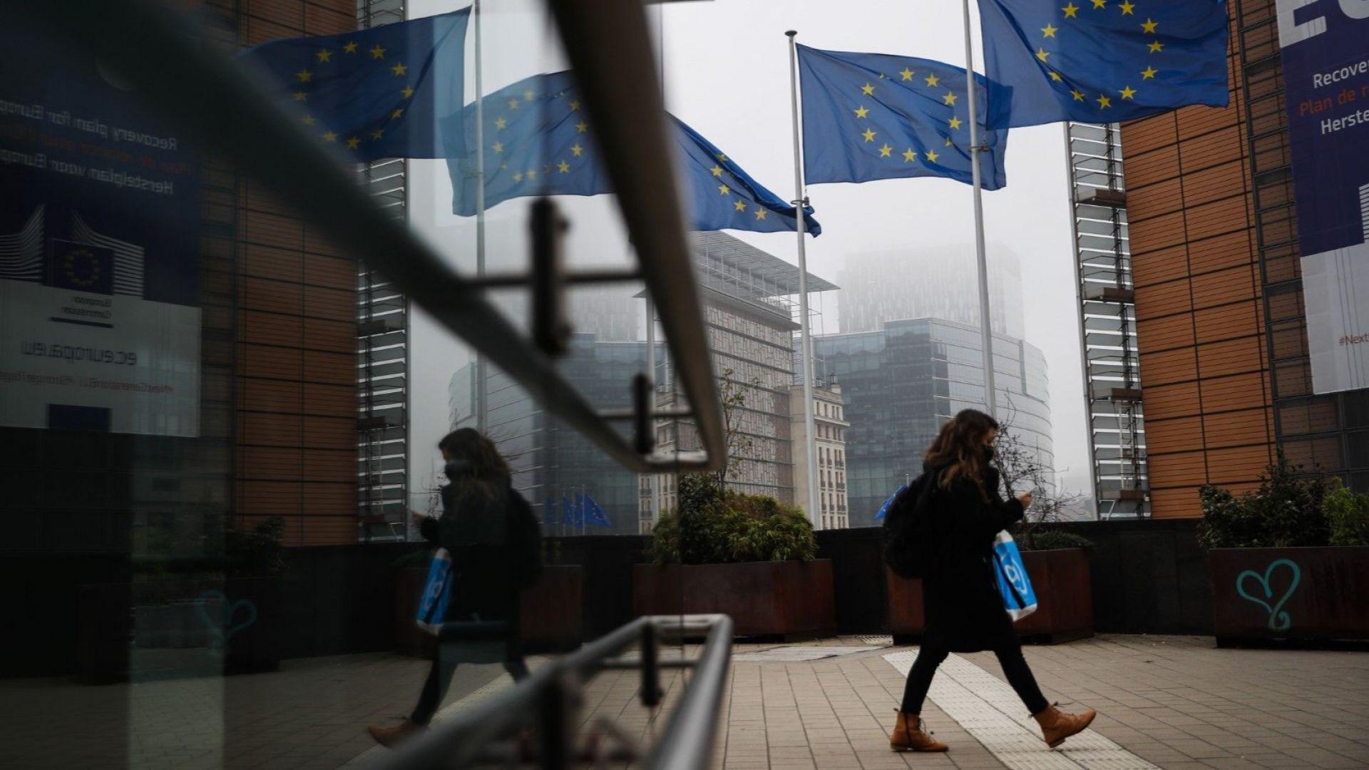 ЕС на съдбоносна среща: Ще вдигнат ли блокадата върху трилионите Полша и Унгария