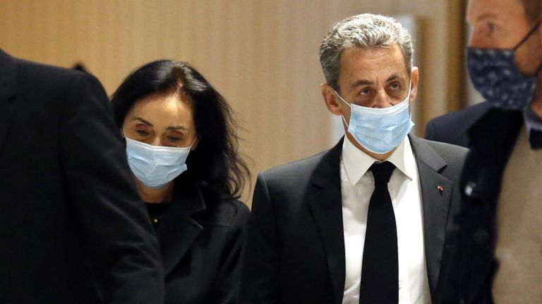 Прокурорите в процеса срещу бившия френски президент Никола Саркози призоваха