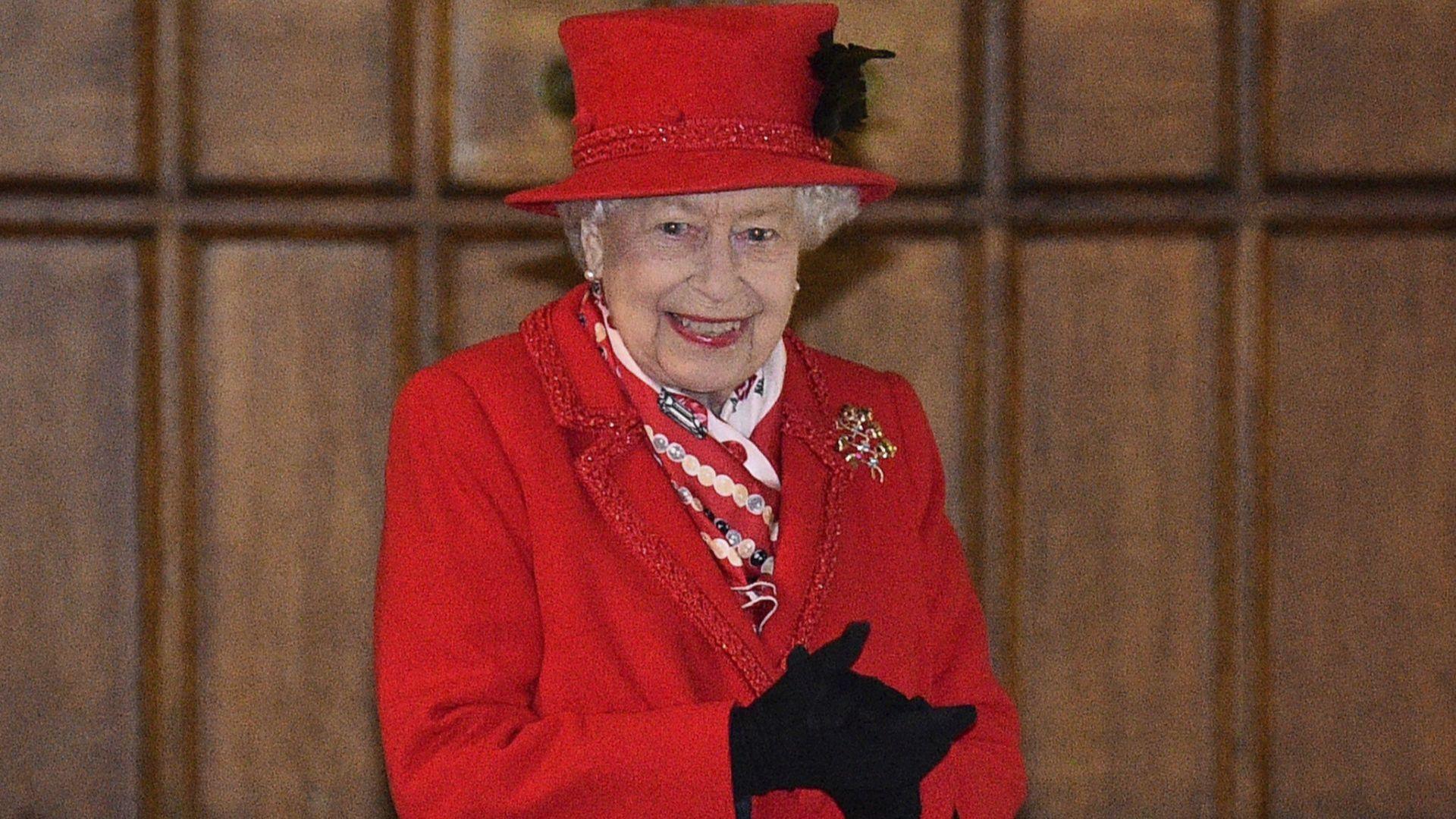 Грешна публикация на кралица Елизабет в Туитър стана хит само за 6 минути