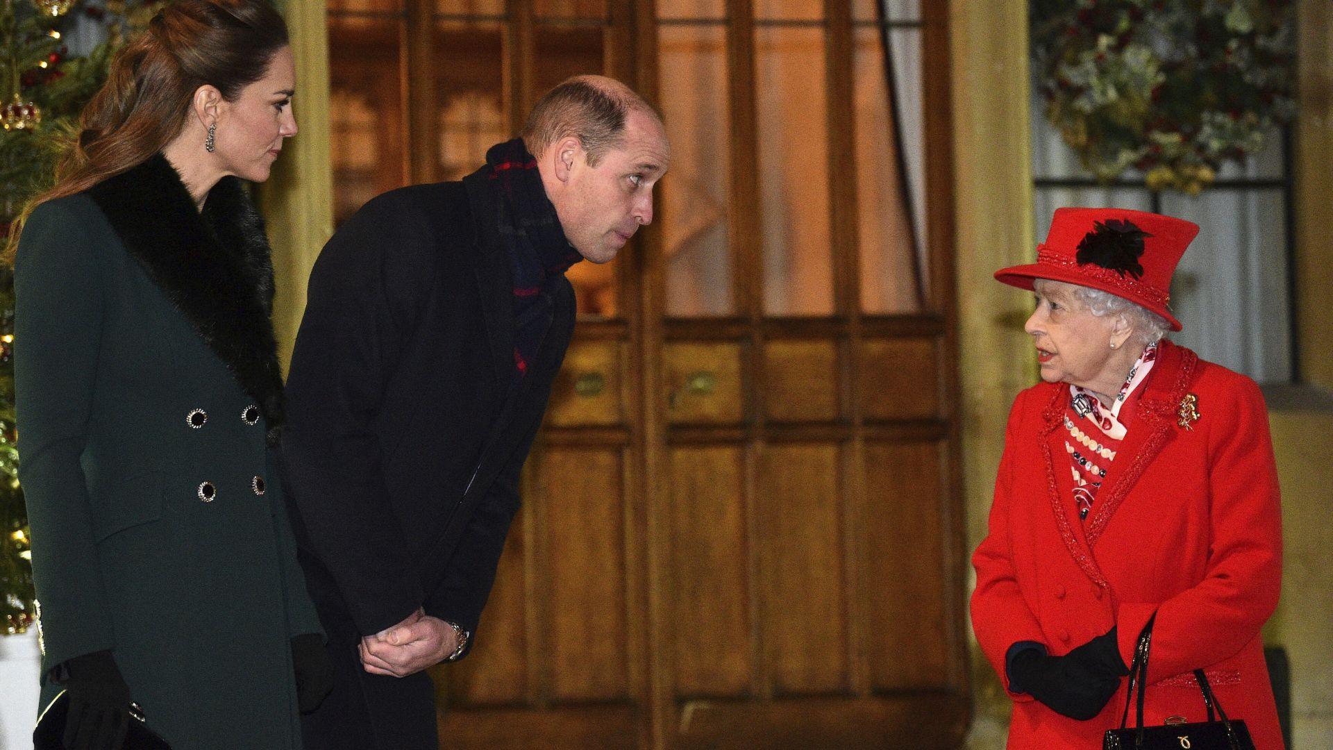 Кралица Елизабет II организира коледен прием в двореца Уиндзор (снимки)