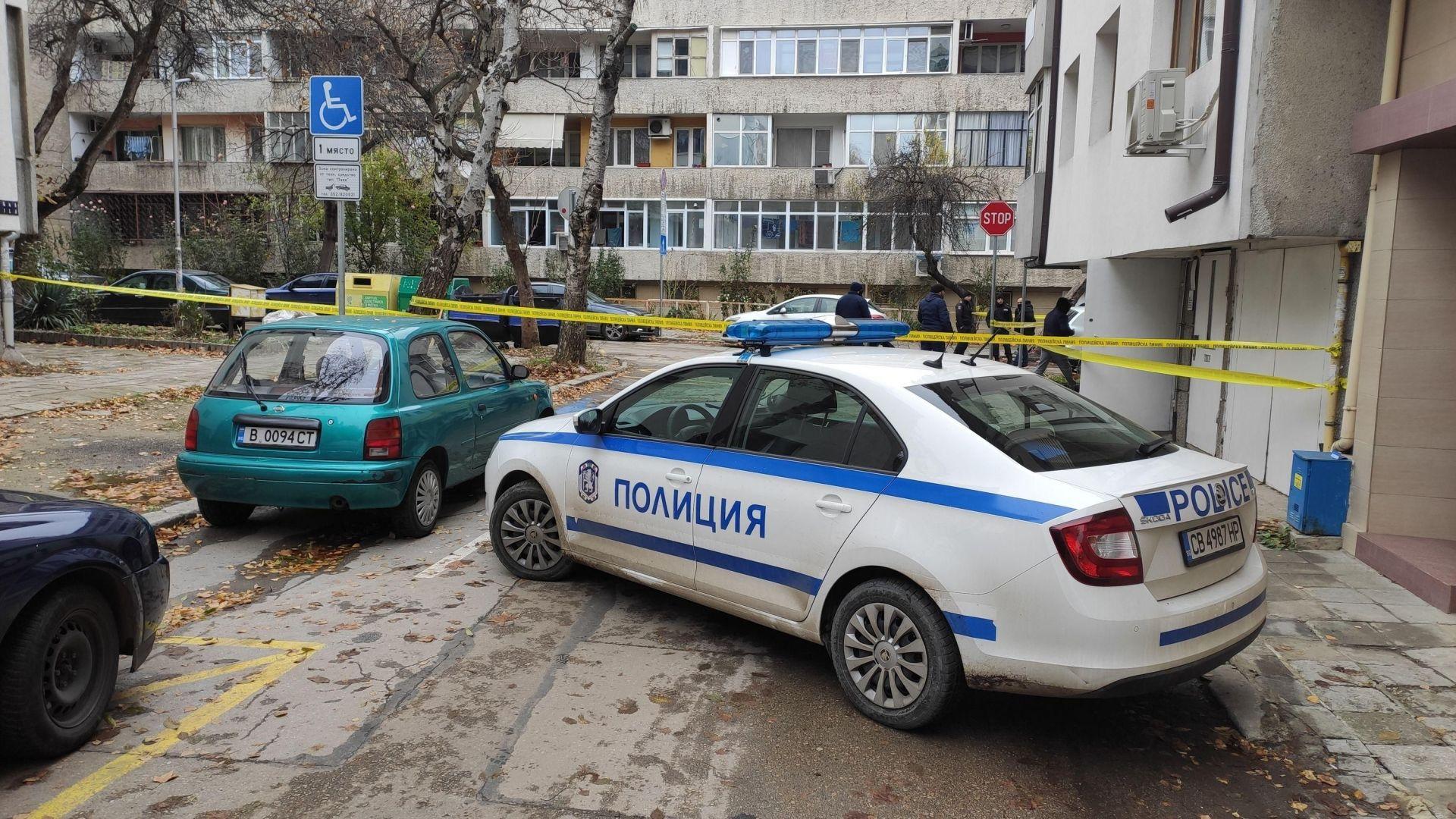 Цял боен арсенал е открит в жилището с трите трупа във Варна