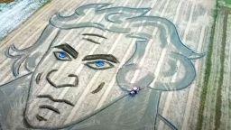 Гигантски портрет се появи в поле в Италия за 250-годишнината от рождението на Бетовен