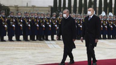 Рамо до рамо с президента на Азербайджан: Ердоган поиска смяна на властта в Армения