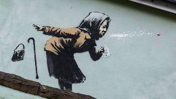 Графити на Банкси с кихаща пенсионерка се появи в Бристол