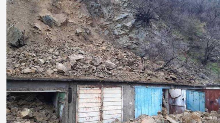 Огромна скална маса се срути в подножието на местността Кулата