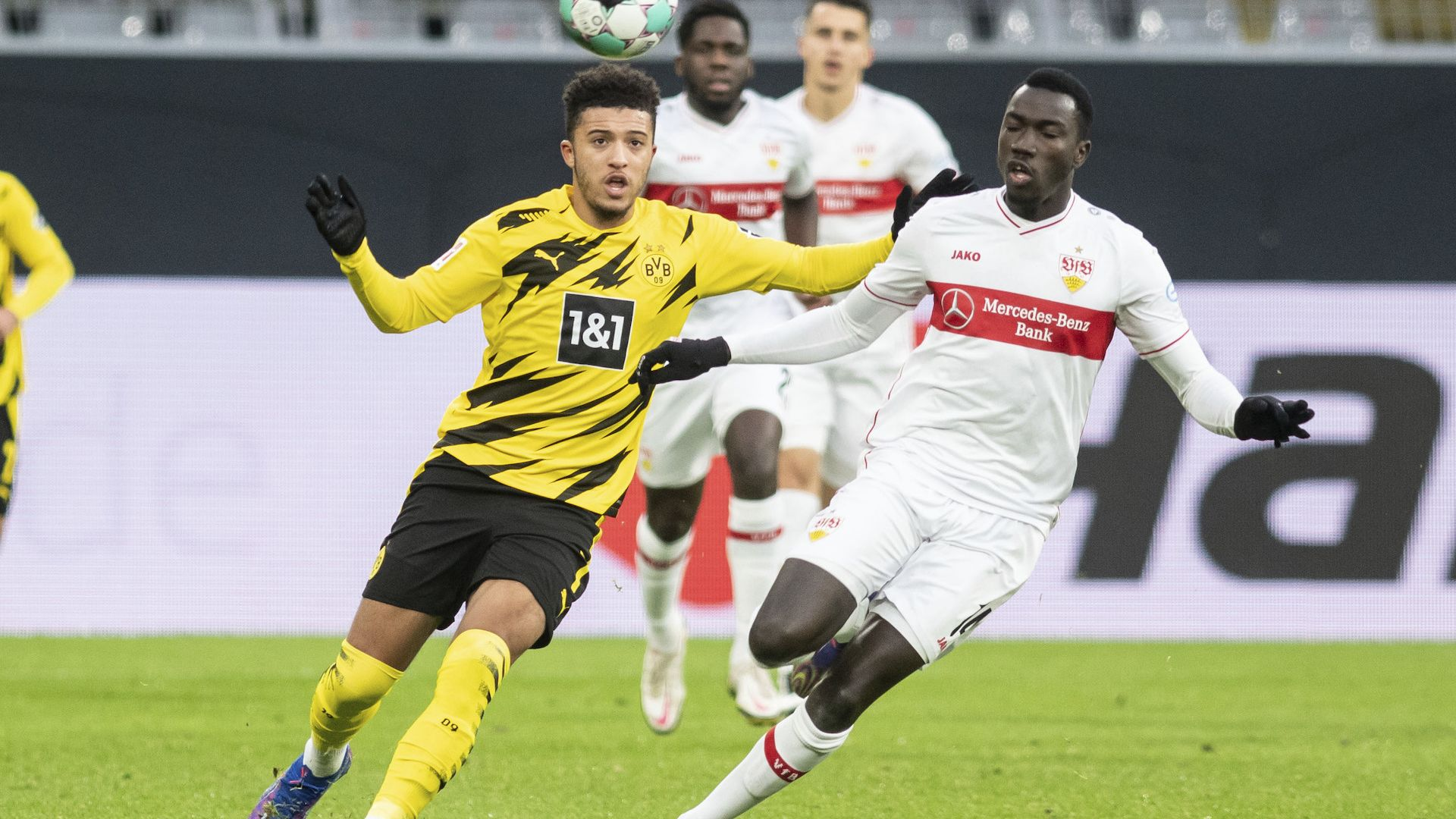 Пропадането на Дортмунд продължи с пет шамара у дома от Щутгарт