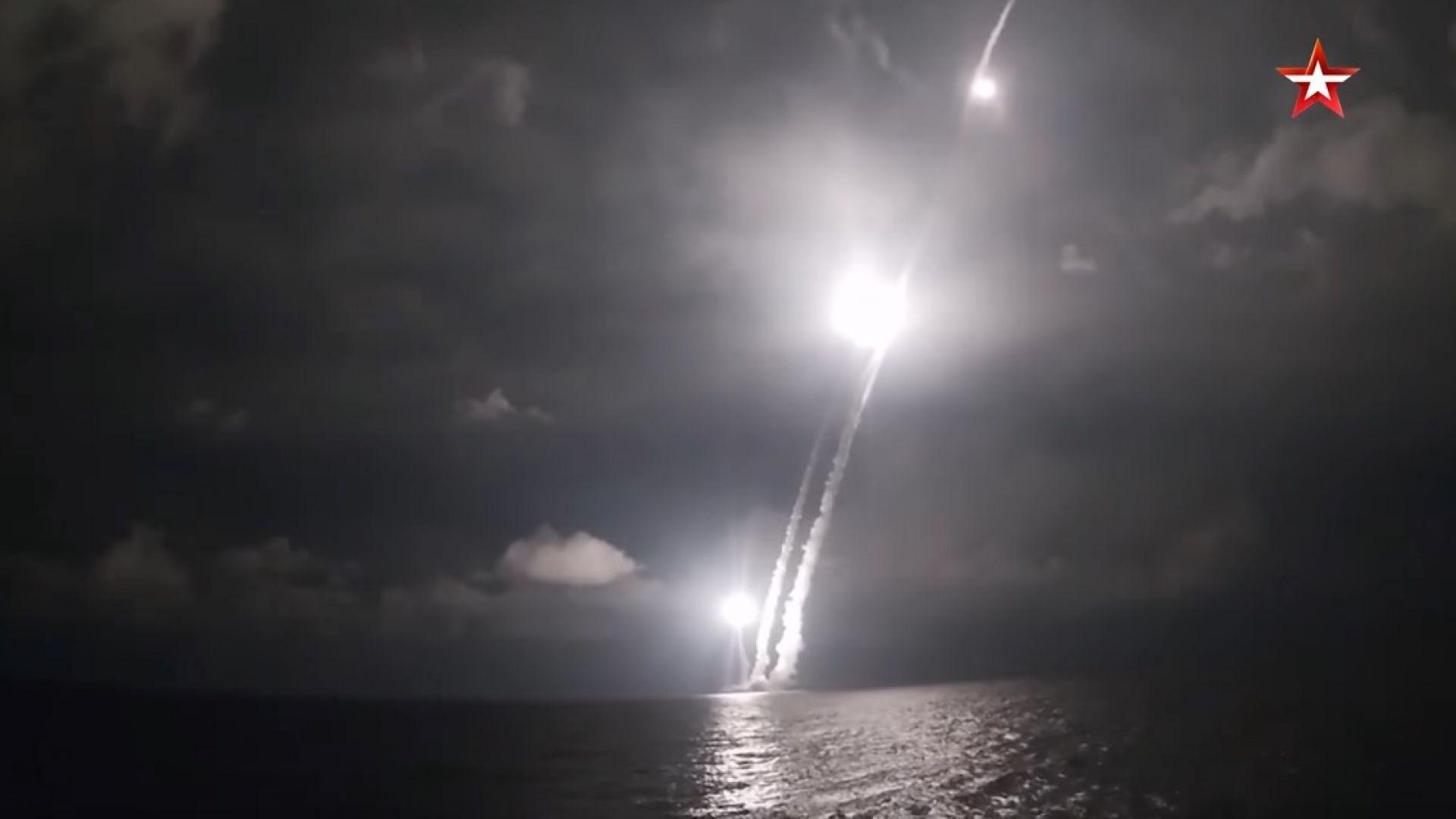 """Руска атомна подводница тества 4 ракети """"Булава"""" (видео)"""