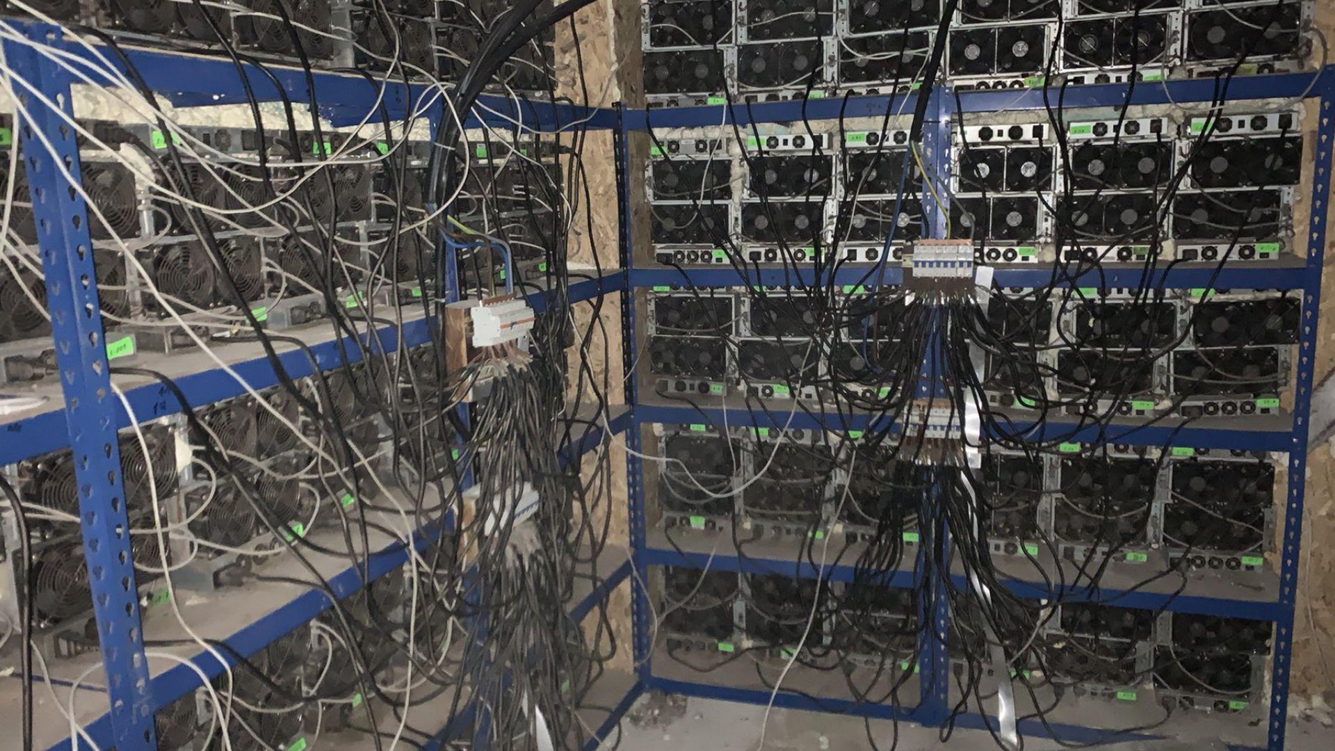 Копачи на криптовалута извършиха най-голямата кражба на ток в историята на ЧЕЗ (снимки)