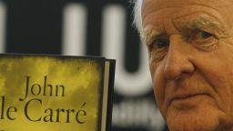 Почина едно от най-големите имена на шпионския трилър - Джон льо Каре
