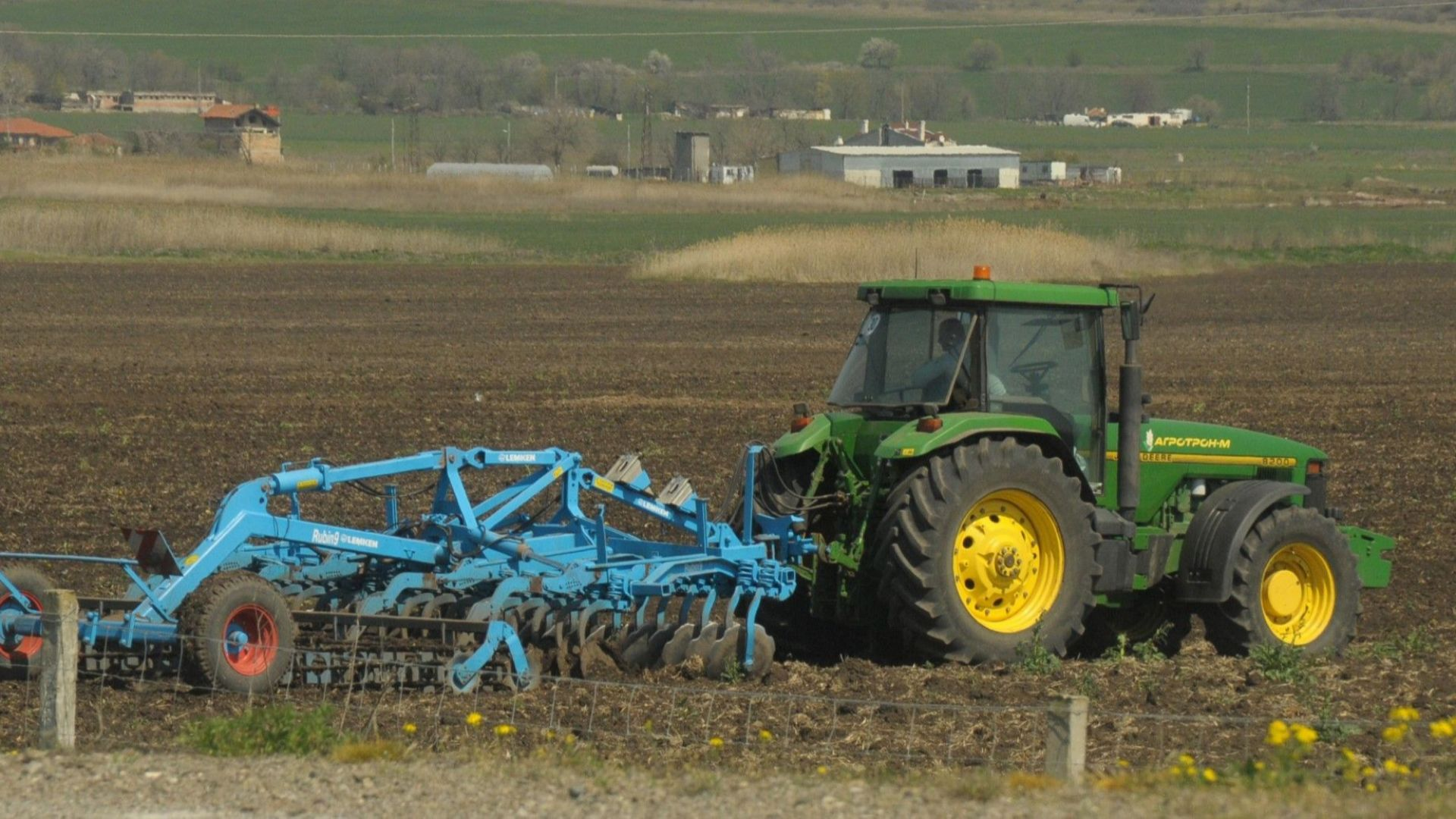Държавата ще продължи с отстъпката от акциза върху газьола в земеделието
