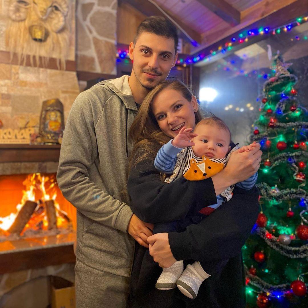Нанси Карабойчева с Добромир Димитров и тяхното бебе