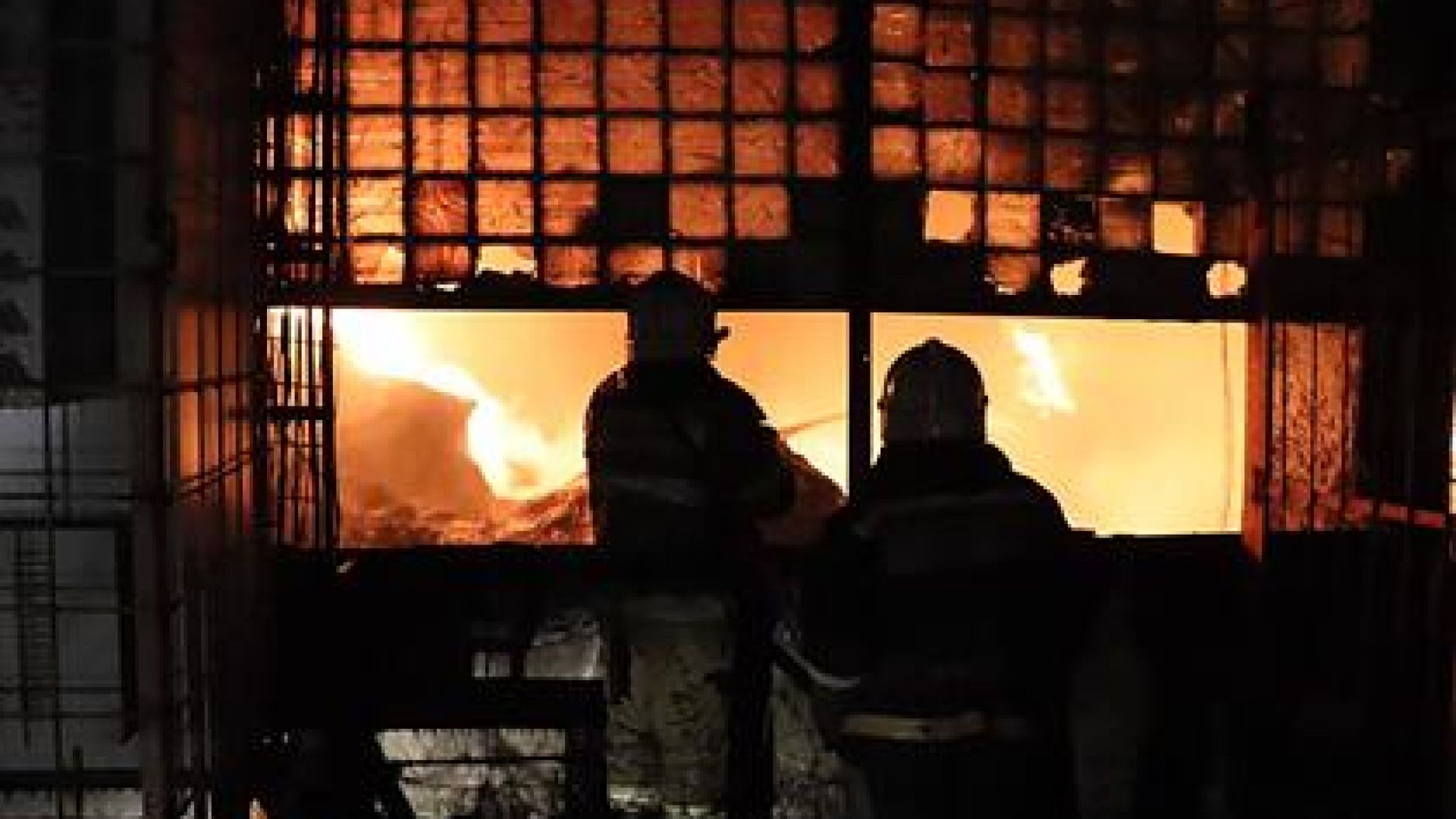 11 жертви при огнен ад в старчески дом в Русия (видео)