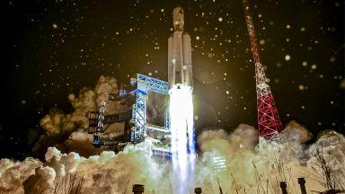 Роскосмос търси технологии за пилотирана мисия до Луната