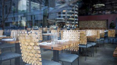 Обсъждат всички ресторанти да отворят, но при условията на тези в хотелите