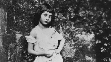 """""""Алиса в страната на чудесата"""" отново в ръцете на българските читатели"""