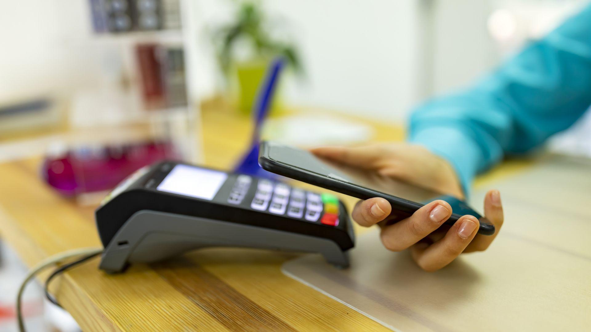Плащането с телефон е изключително лесно и сигурно