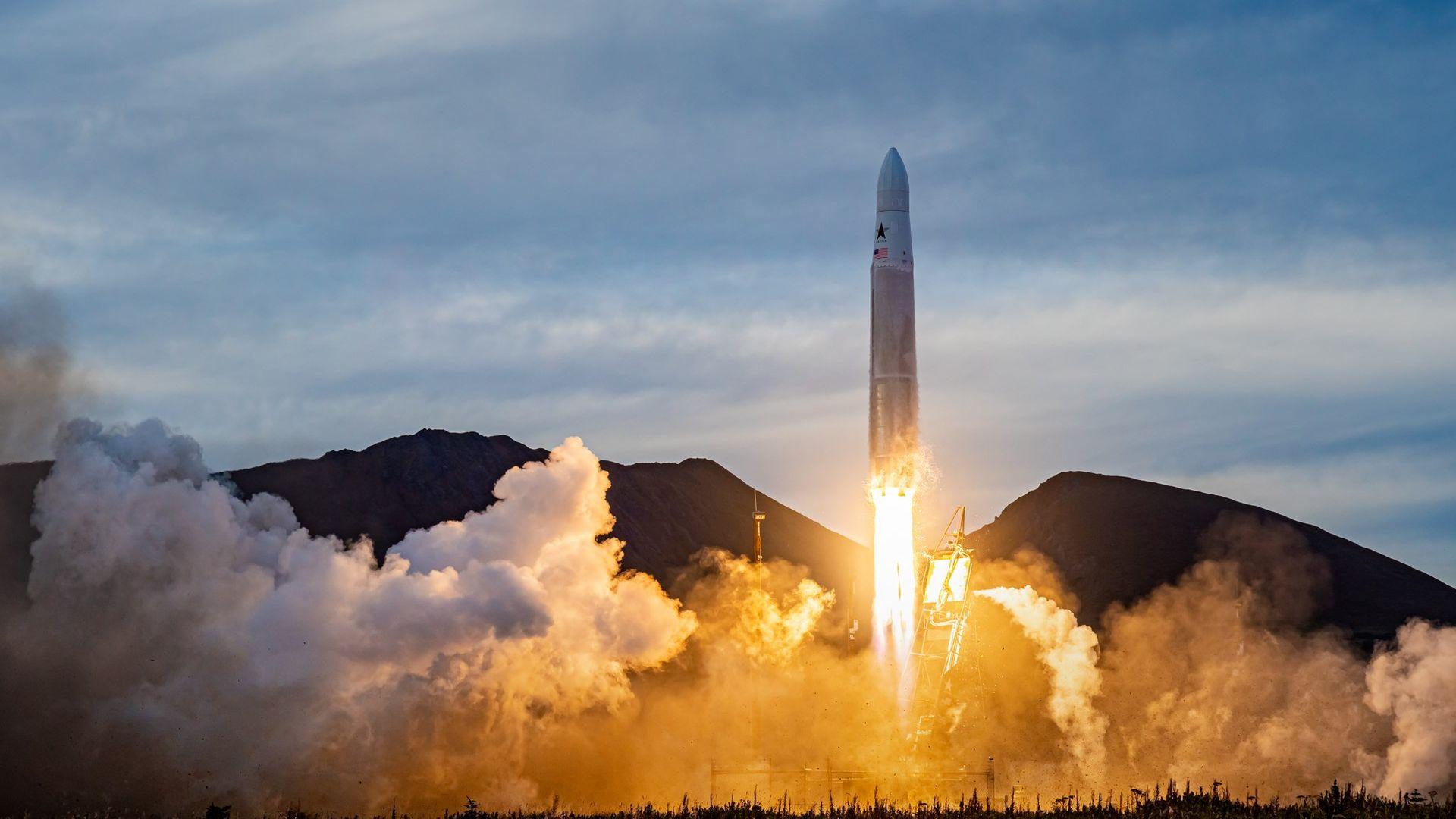 Малка компания изстреля ракета от Аляска