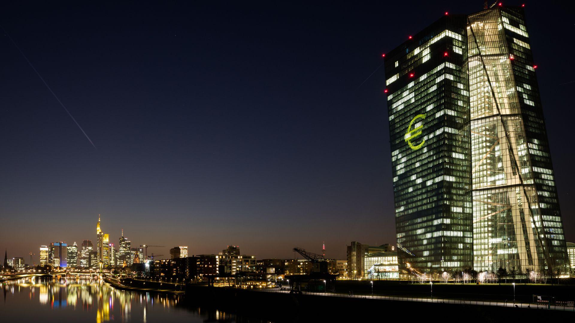 """След като изостави стратегията """"близо до, но под 2%"""", ЕЦБ смята да продължи лесното кредитиране"""