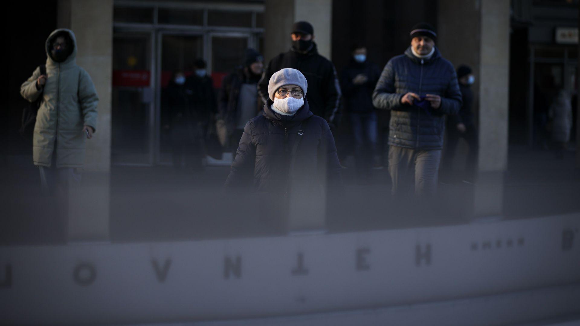 Защо в Русия чакат с дни да бъдат тествани за Covid-19