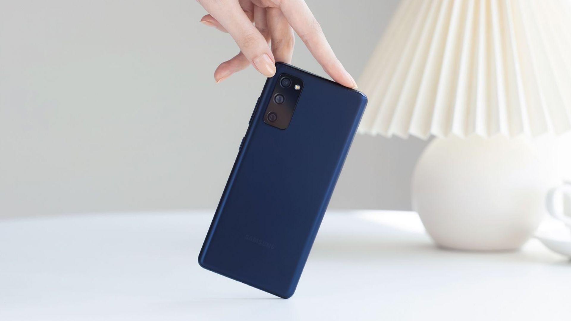 Коледните смартфон предложения на Samsung и Теленор