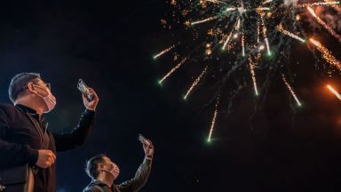 Новогодишните тържества са помрачени от пандемията навсякъде по света