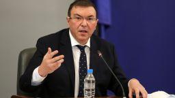 Проф. Ангелов: Не обсъждаме вариант за отваряне на заведенията